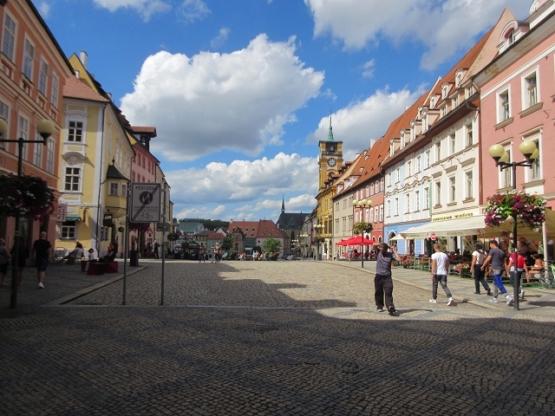 Eger: Marktplatz mit Rathaus