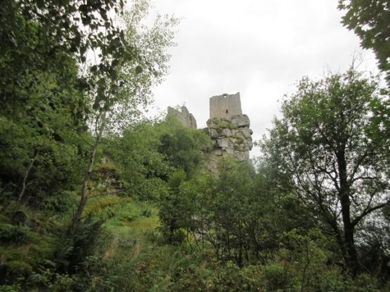 """Burg vom """"Weg des Granits"""" aus."""