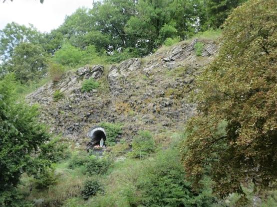 Wir steigen auf zur Grotte