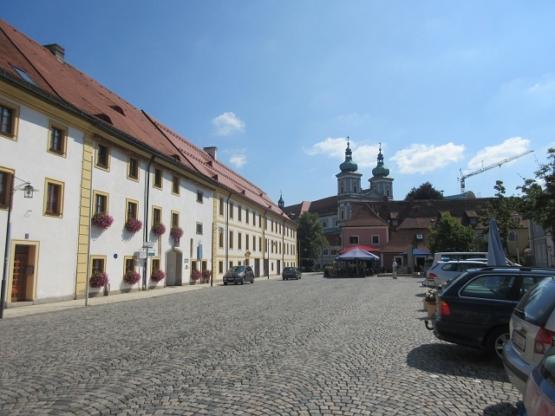 Johannisplatz mit Basilika